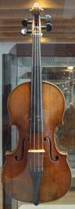 150px-Stradivarius_violin_front