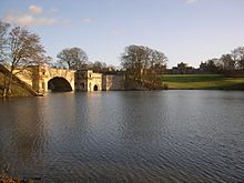 220px-Blenheim_Palace_Grand_Bridge.jpg
